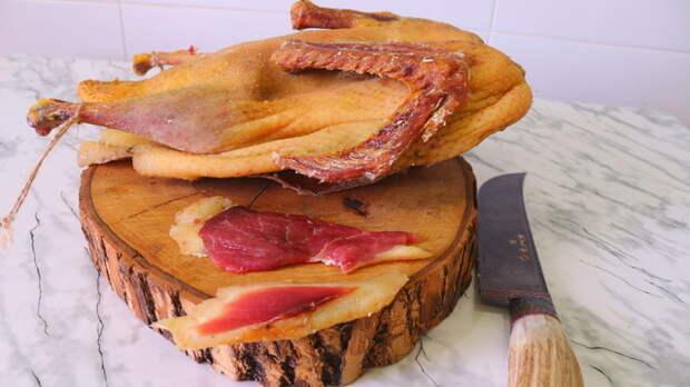 Фото к рецепту: Вяленая утка целиком.  нежное деликатесное мясо