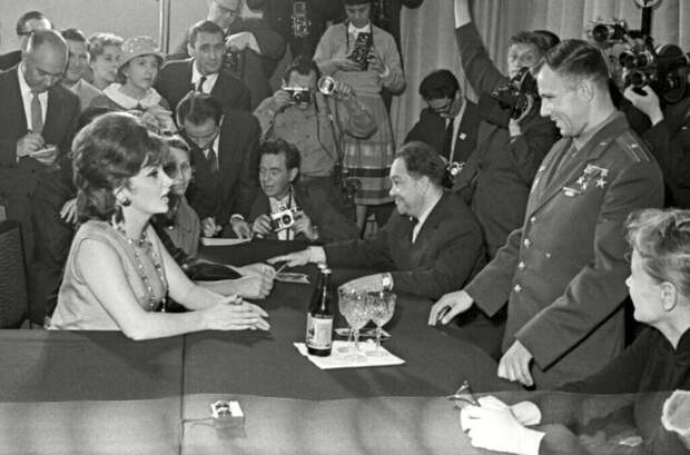 20 зарубежных звезд в СССР: Софи Лорен, Бельмондо, Челентано и другие