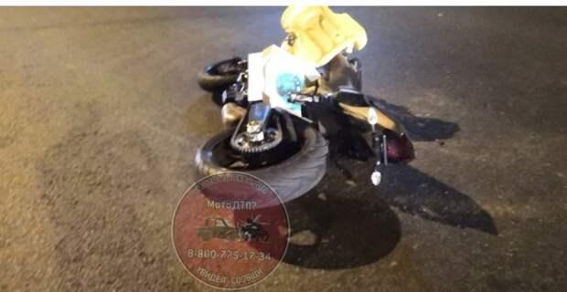 На Щукинской занесло мотоциклиста