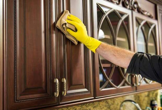 Кислота разъест защитный слой на деревянной поверхности / Фото: metroelectricmichigan.com