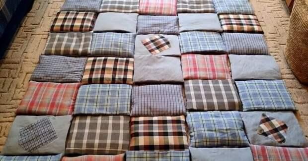 Девушка делится простым способом сшить необычное лоскутное одеяло