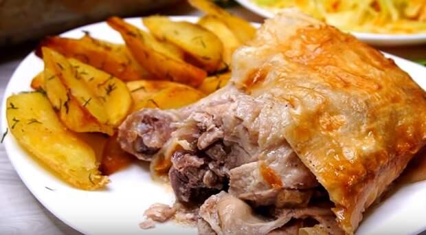 Куриные окорочка в лаваше плюс жареный картофель: обед, который разлетается на «ура»