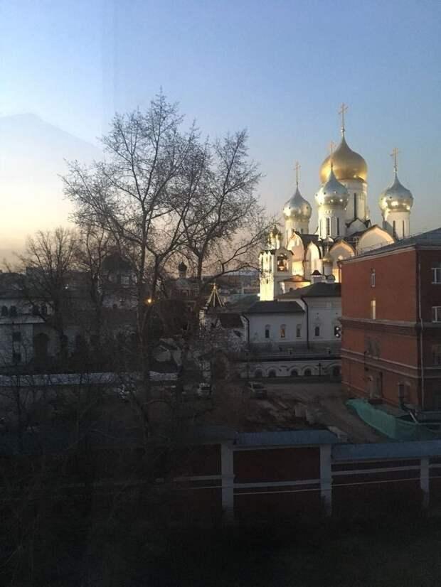 Пахучий быт Сердюкова и Васильевой: соседи рассказали скандальные детали