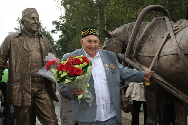 Казанскому фермеру-миллионеру, дарившему автобусы детским домам, при жизни поставили памятник