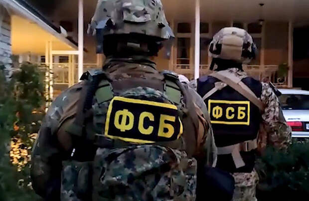 «Оперативники опять работают во дворцах»: ФСБ проводит обыски в ГИБДД Ростова