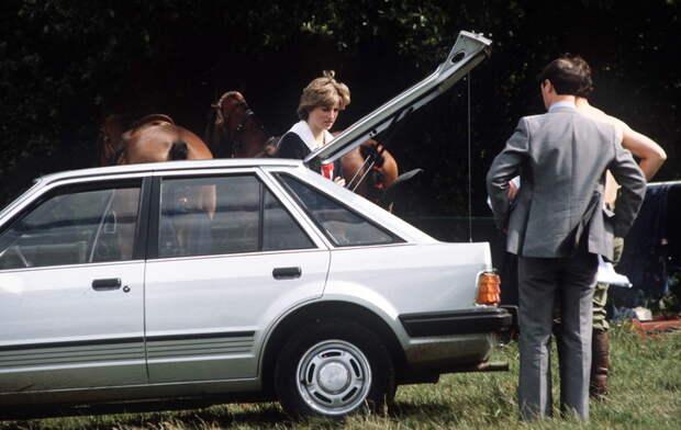 Cвадебный подарок принца Чарльза: автомобиль принцессы Дианы выставлен на аукцион