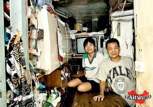 Вот так в Китае живут китайцы, зарабатывающие 900 долларов в месяц. Доход семьи должен был бы составить 1800 долларов. Но они живут как нищие