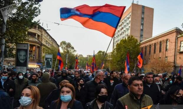 Митинги в Ереване: «Мы не против миротворцев, мы против Пашиняна»