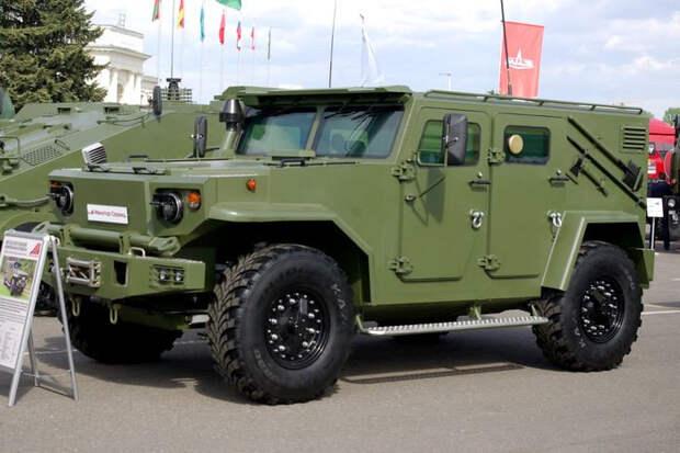 Корпус броневика-амфибии Vitim обладает защитой от стрелкового оружия 7,62-миллиметрового калибра, а защита днища позволяет противостоять подрыву ручной гранаты Ф-1. Vitim, авто, амфибия, белоруссия, броневик, бронированный автомобиль, внедорожник, военная техника