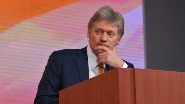 """Песков назвал неадекватными планы Лондона ввести санкции против """"СП-2"""""""