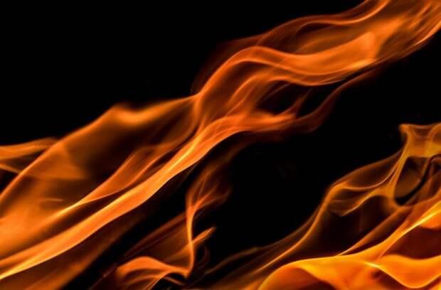 Фонарный столб загорелся на Башиловской