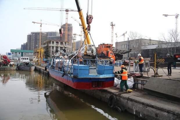 Фото дня: спасатели в Строгине готовятся к навигации