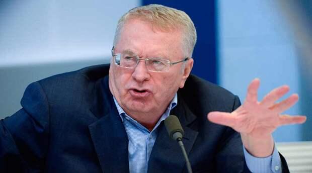 «Не голкипер, а вратарь, не офсайд, а за линией мяча», - Жириновский поддержал запрет на англицизмы. Вот только непонятно, почему канал называется «Матч ТВ»?