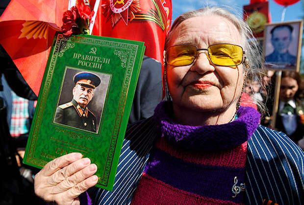 Участница торжественного открытия памятника Сталину в Новосибирске (2019)