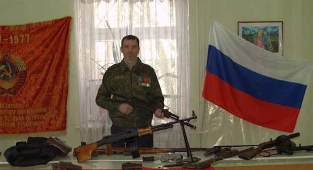 На ветерана войны в Чечне либеральная тусовка «накинулась» за уроки мужества в школах