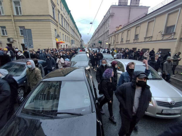 Протест бродит по центру Петербурга. Заняты канал Грибоедова и Гороховая