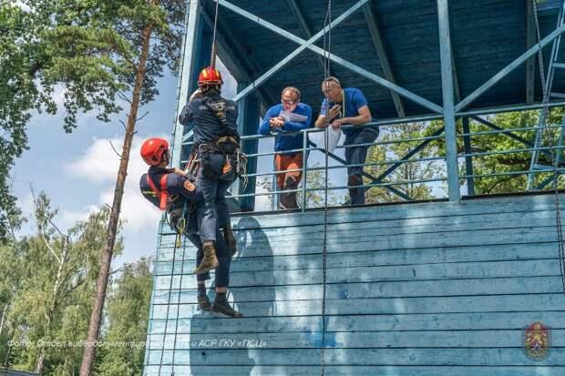 В Пожарно-спасательном центре города Москвы назвали лучших спасателей-альпинистов