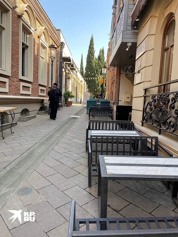 Грузины: Щедрые русские, приезжайте! У нас комендантский час и штрафы. Но заработать хочется