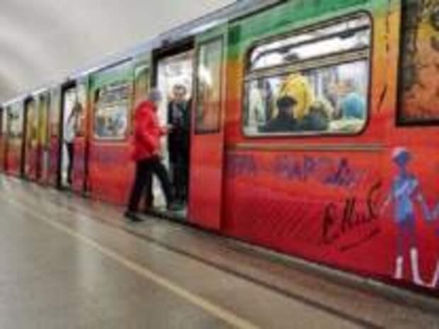 С 1 декабря в Московском метрополитене начал курсировать поезд, посвященный творчеству знаменитого детского писателя Сергея Владимировича Михалкова