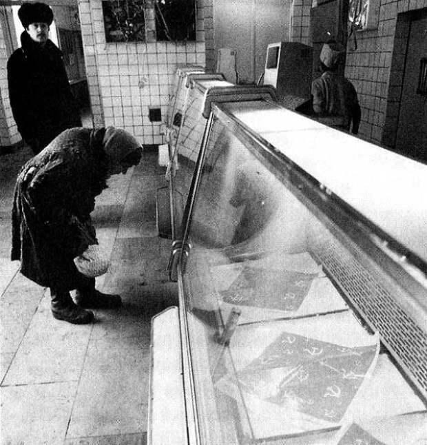 Жуткие фото магазинов в последние годы СССР.