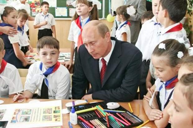 Минтруд сообщил, каким будет порядок обещанных Путиным выплат нашкольников