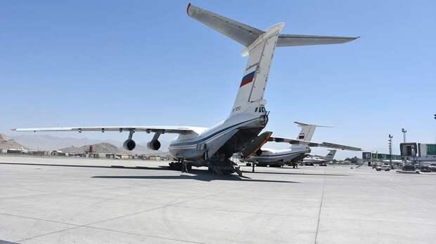 Самолет Ил-76 военно-транспортной авиации России в аэропорту Кабула