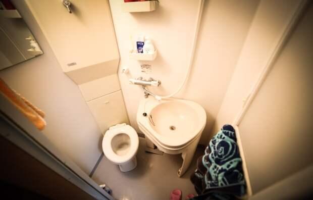 Ванная комната в мини-квартире. | Фото: livingbiginatinyhouse.com.
