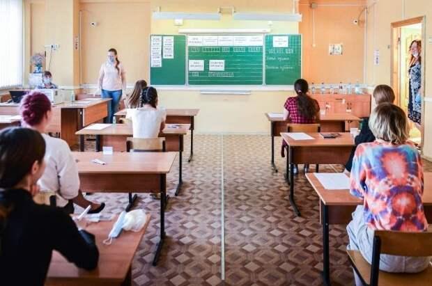Голикова поручила усилить меры безопасности в школах во время ЕГЭ