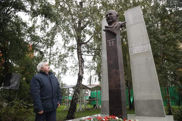 На Нижегородской установили памятник маршалу Баграмяну