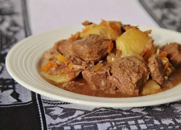 Картошка тушенная с мясом