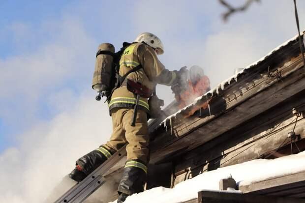 Жительница Ижевска спасла из загоревшегося дома трехлетнюю дочь