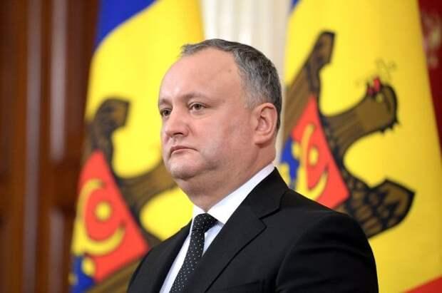 Додон сообщил, что везет из РФ в Молдавию партию «Спутника V»