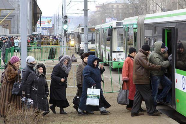 За проезд в общественном транспорте придется платить 2 тысячи рублей – изменения в передвижении по городу