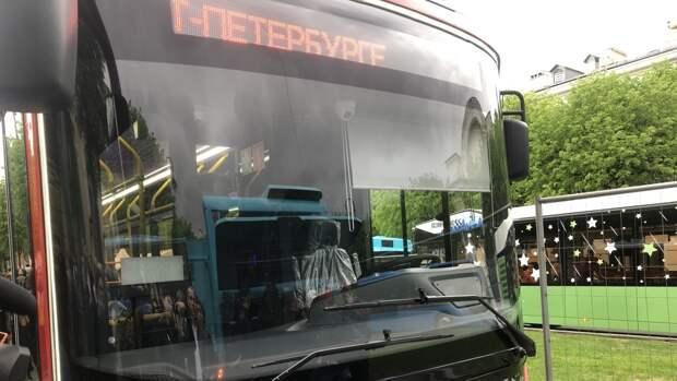 На Володарском мосту загорелся автобус с пассажирами