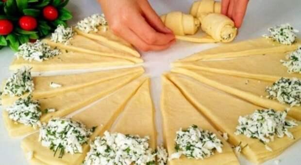 Потрясающий рецепт соленых рогаликов с сырной начинкой