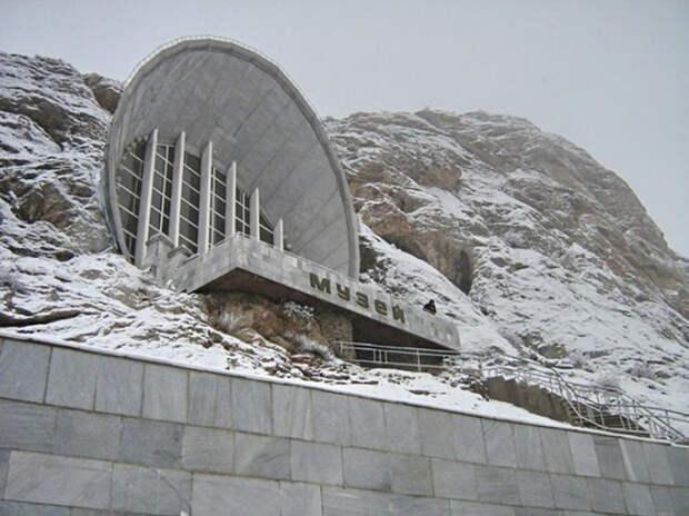Историко-этнографический музей на горе Сулайман-Тоо, Ош, Киргизия.