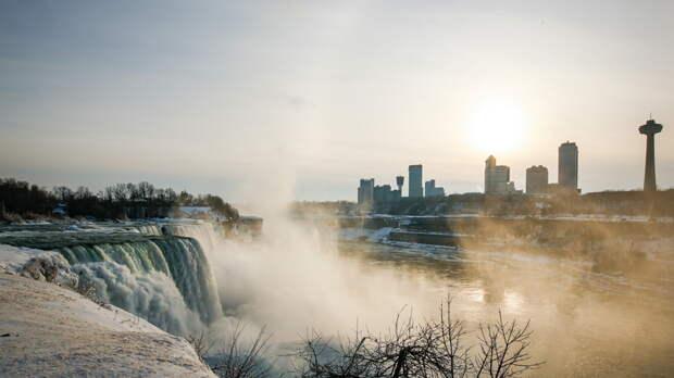 Морозы превратили Ниагару в «зимнюю страну чудес»