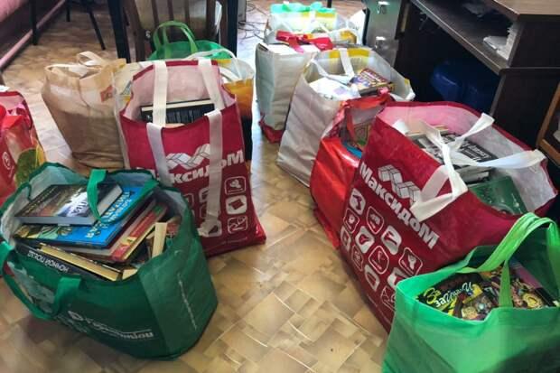 Петербурженка собирает книги для сельских библиотек и проводит семинары для сотрудников. Как появился проект «Клуб книгодар»