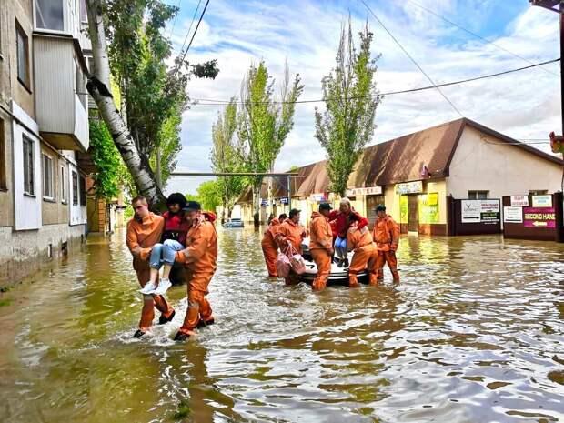 Черноморский флот выделил дополнительные силы для помощи пострадавшим от наводнения в Крыму