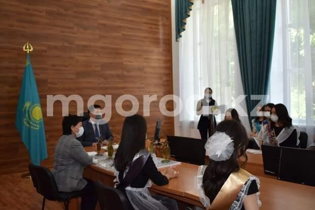 25 выпускников из Бурлинского района стали обладателями «Алтын белги»