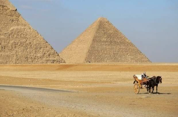 В Египте на две недели ограничили работу магазинов и ресторанов
