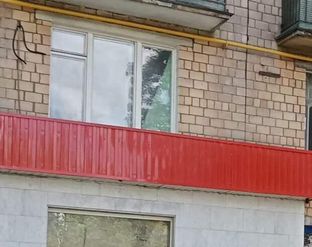 Фасад дома на Полярной очистили от вандальных надписей
