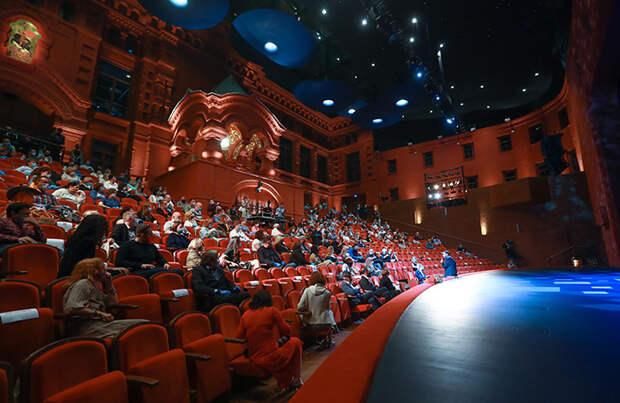 В московских театрах провели рейды по выявлению пожилых зрителей. А как быть возрастным актерам?