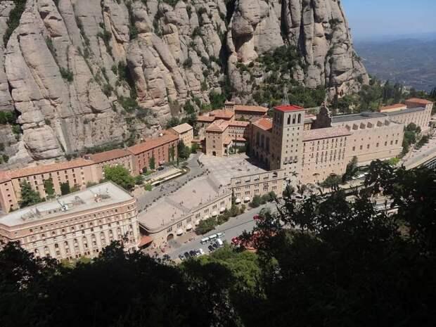 Монсеррат. Монастырь на расщеплённой горе