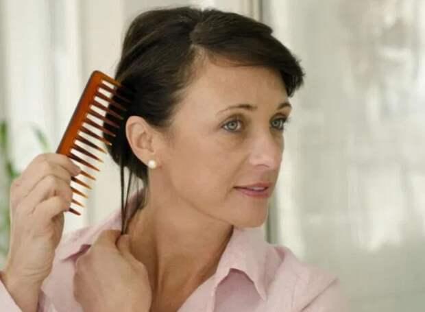 Пять малоизвестных причин увеличивают выпадение волос у женщин – эксперт