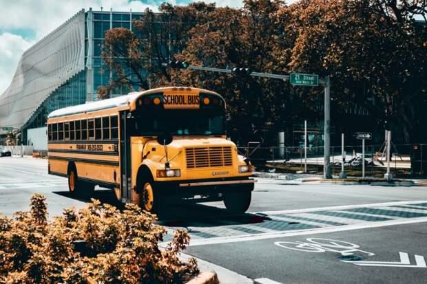 Водитель школьного автобуса любил разговаривать со школьниками. И дети помогли ему выбрать направление в жизни!
