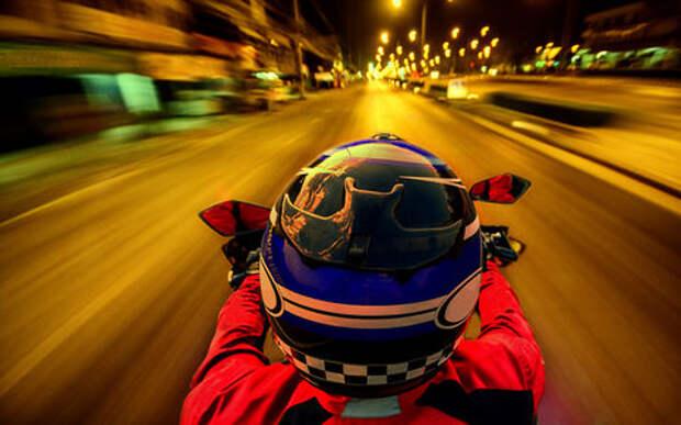 Декабрь не помеха: мотоциклист устроил смертельные гонки с ГИБДД