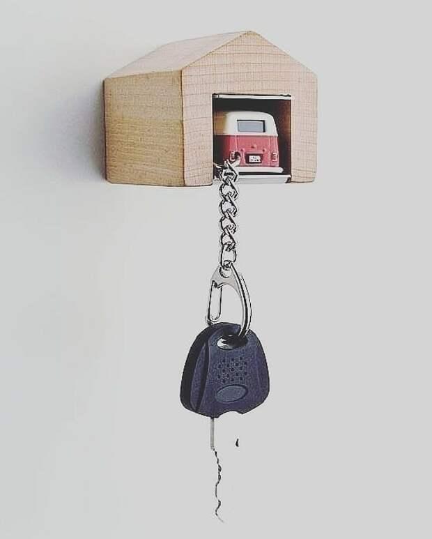 Машинка в гараже