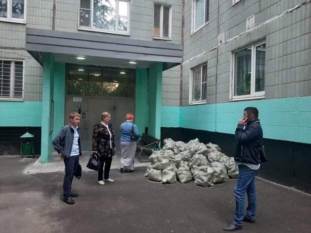 Хозяина ремонтируемой квартиры на Илимской обяжут выбрасывать строительный мусор в особый контейнер