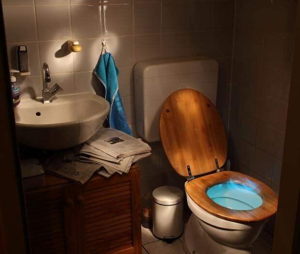 Как избавиться от неприятного запаха в ванной комнате: причины и способы устранения проблемы